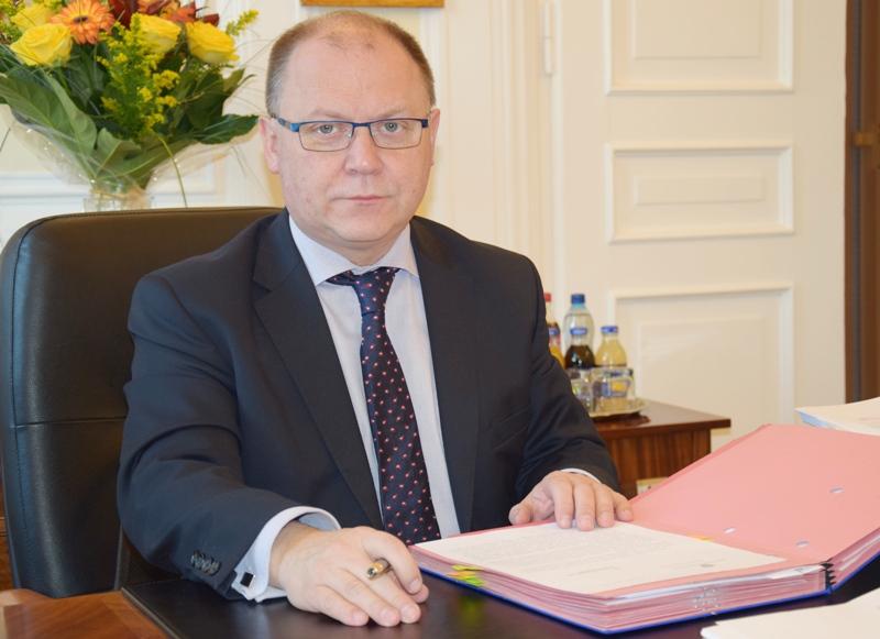 na zdjęciu wojewoda mazowiecki, pan Zdzisław Sipiera